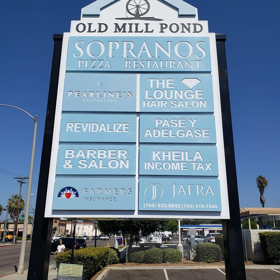 Tenant Pylon Signs for Shopping Centers in Escondido CA